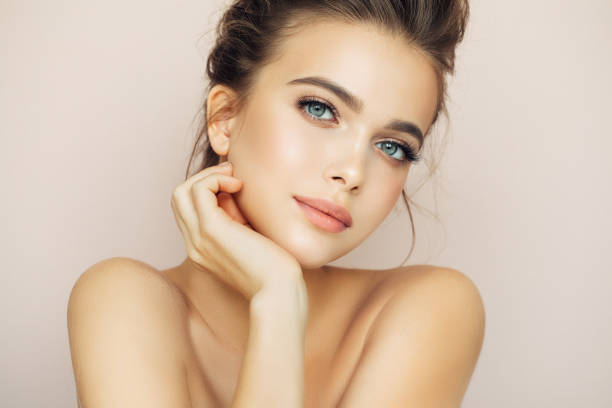 beautiful woman with natural make-up - eye stock pictures, royalty-free photos & images