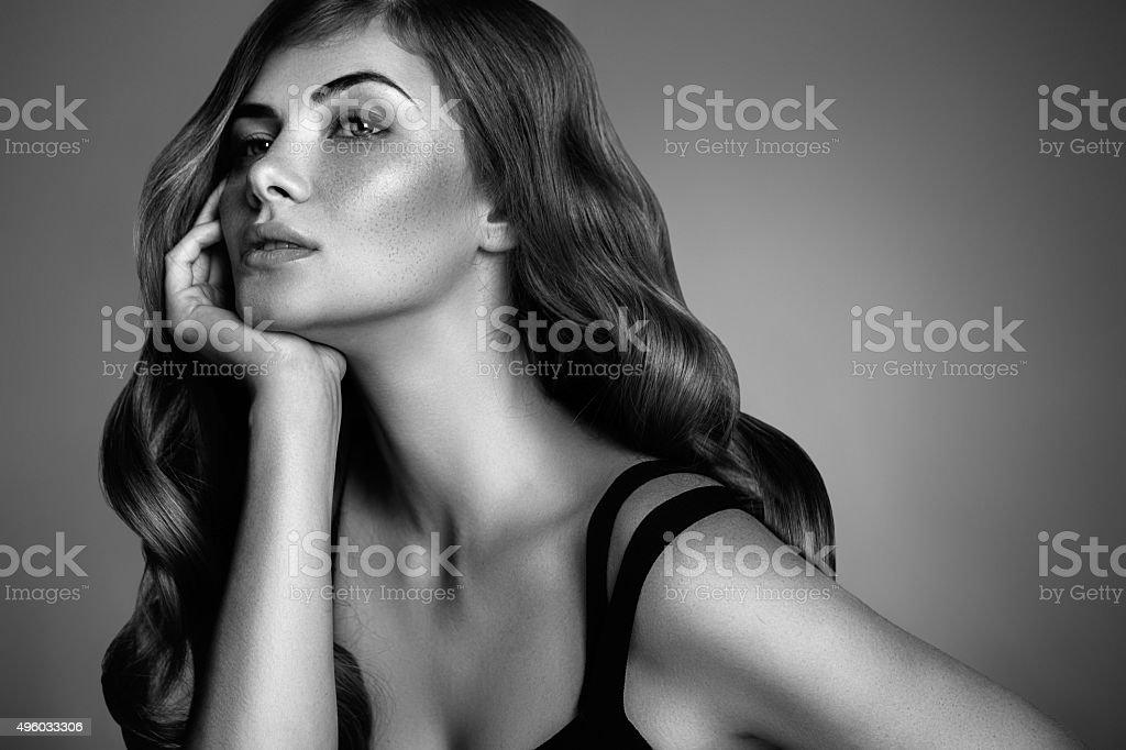 Schöne Frau mit Perfekte Frisur – Foto
