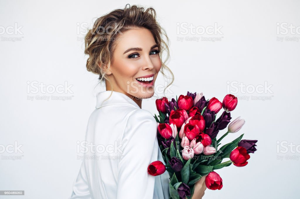 Schöne Frau mit Perfekte Frisur - Lizenzfrei Attraktive Frau Stock-Foto