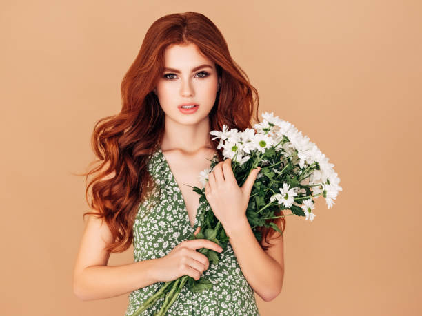 Beautiful woman with red hair holding bouquet picture id1139927118?b=1&k=6&m=1139927118&s=612x612&w=0&h=gnwau3so7j jj1ha5fpvbhabgpuxyyr4pevd58mh5be=