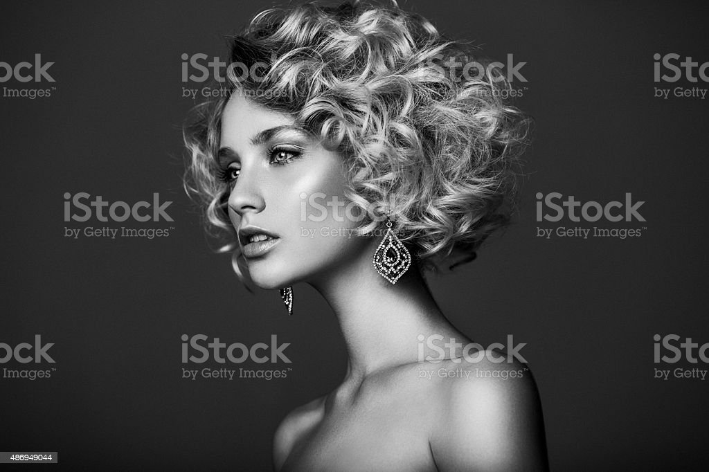 美しい女性、スタイリッシュなヘアスタイル ストックフォト