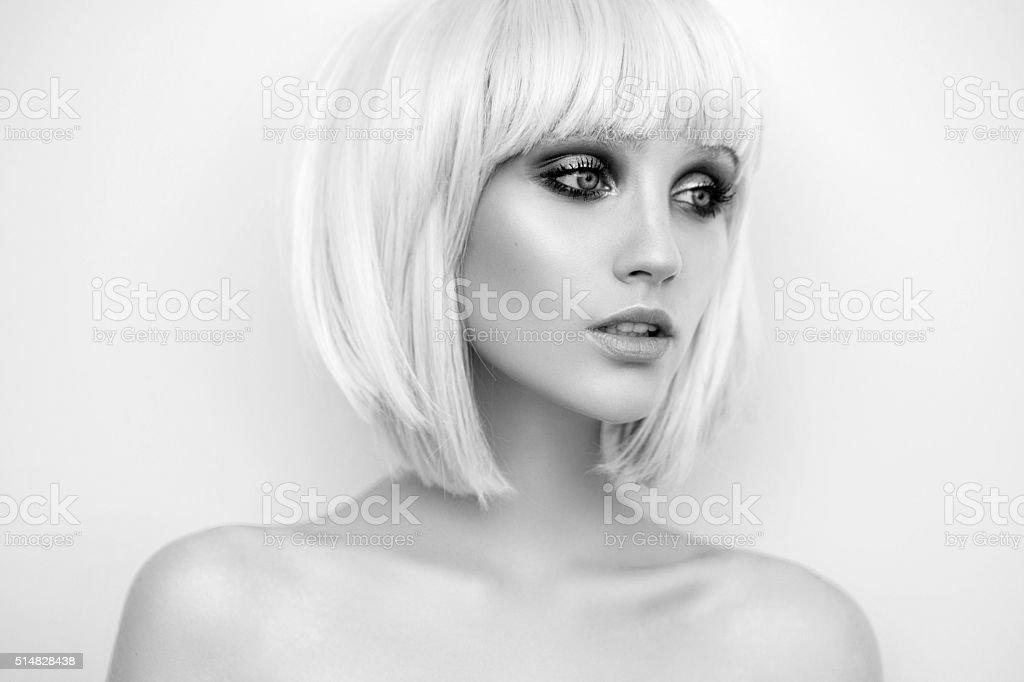 Schöne Frau mit eleganten Frisur – Foto