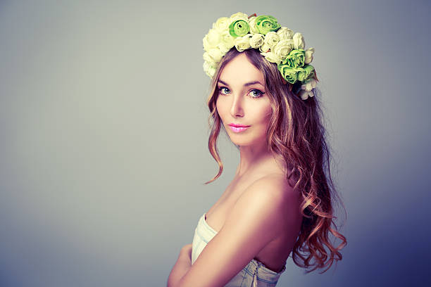 Beautiful Woman with Wreath of Roses – Foto