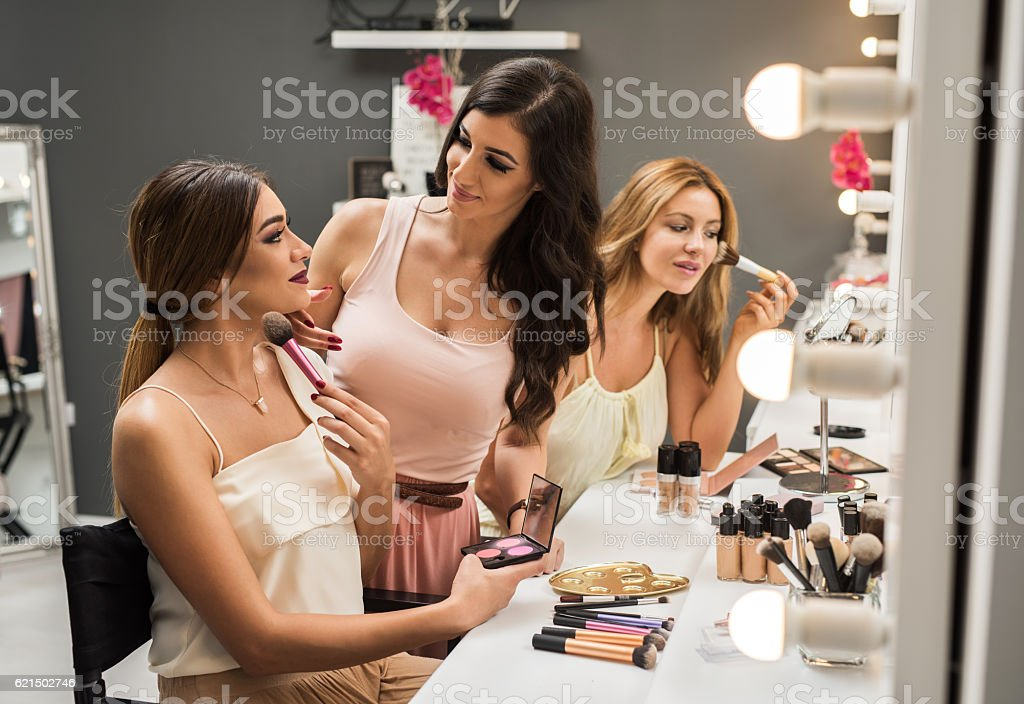Beautiful women applying make-up in a beauty salon. Lizenzfreies stock-foto