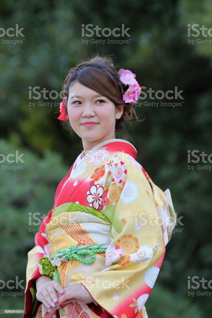 Fotografía de Hermosas Mujeres Con Kimono Tradicional Japonés y más ...