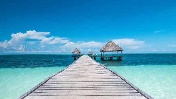 Beautiful wooden pier and bungalows built over the Caribbean Sea, at Cayo Guillermo and Playa Pilar, Cuba. - foto stock