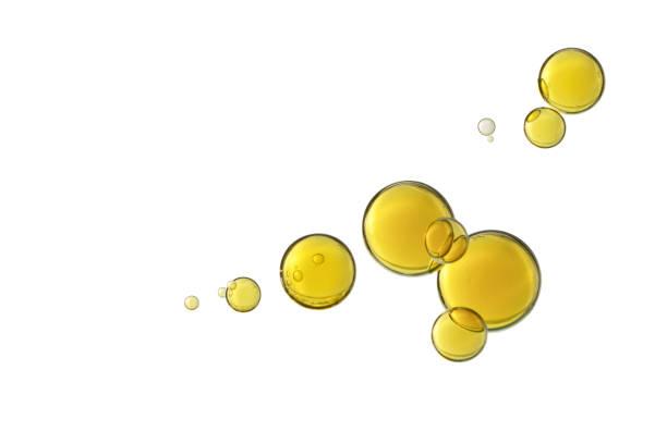 schöne gelbe bläschen - öl tropfen stock-fotos und bilder