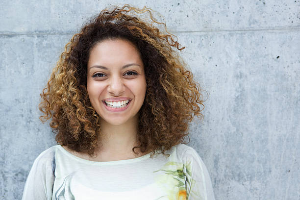 Hermosa joven mujer africana - foto de stock
