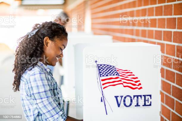 Beautiful young black girl voting picture id1001754880?b=1&k=6&m=1001754880&s=612x612&h=094pyke2jtmd9kqdjvennjquxmkxiy1pne4lphod68o=
