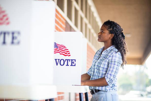 Schöne junge schwarze Mädchen Abstimmung – Foto