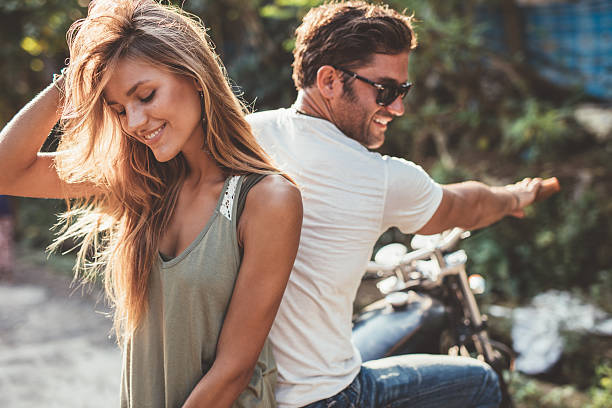 beautiful young couple on a motorcycle - moda urbana - fotografias e filmes do acervo