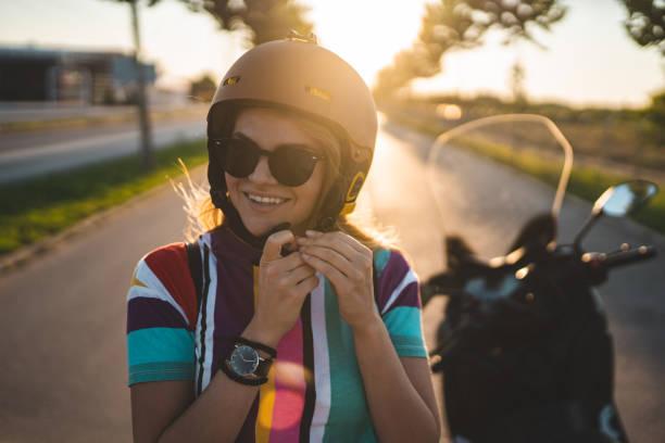 Schöne junge Mädchen immer bereit für die Fahrt – Foto