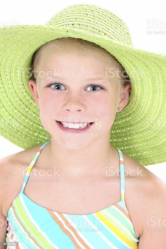 Schöne Junge Mädchen im grünen Beach Hut Lizenzfreies stock-foto