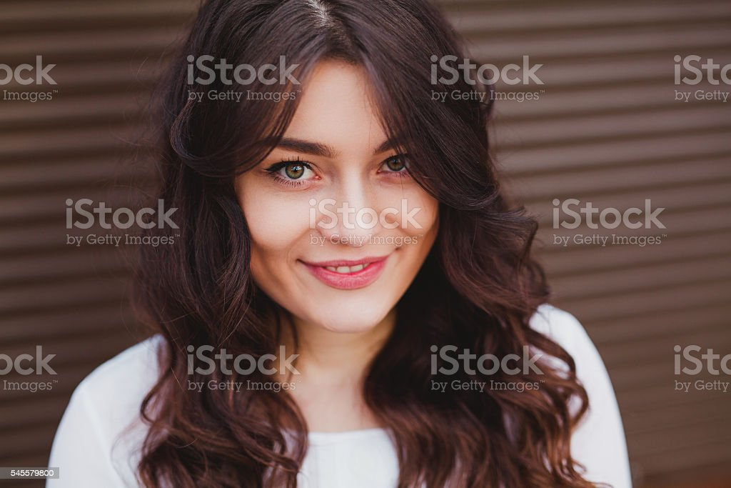 beautiful young girl with a clean fresh face close up - foto de stock