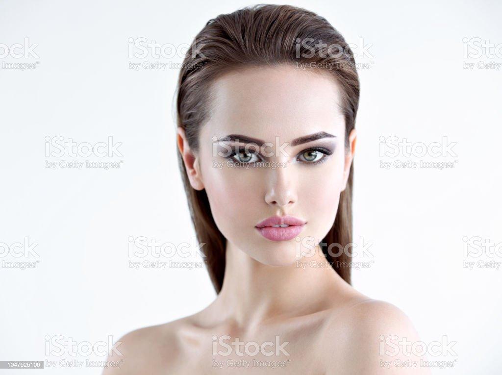 Schöne junge Mädchen mit Schönheit Gesicht – Foto