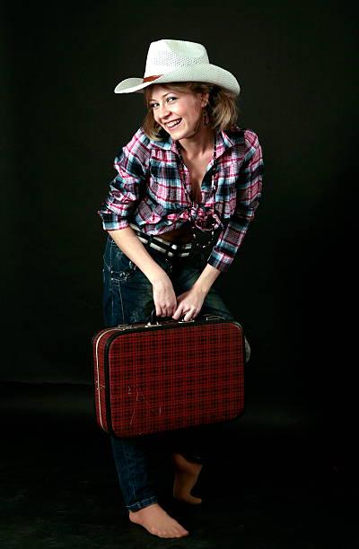 красивая молодая девушка с чемодан и шляпа - vlad models стоковые фото и изображения