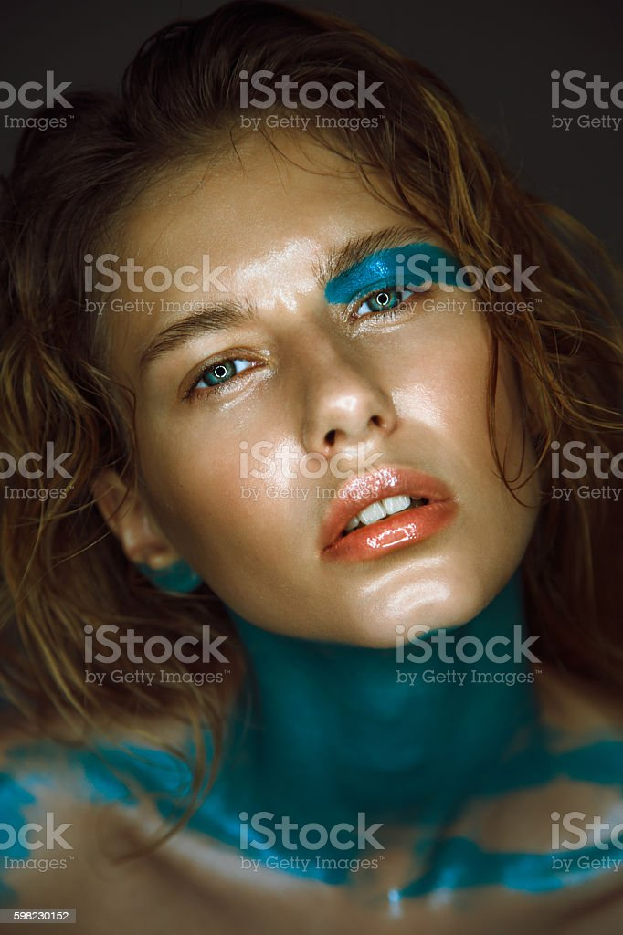 Beautiful young model with fashion wet colorful makeup. foto royalty-free