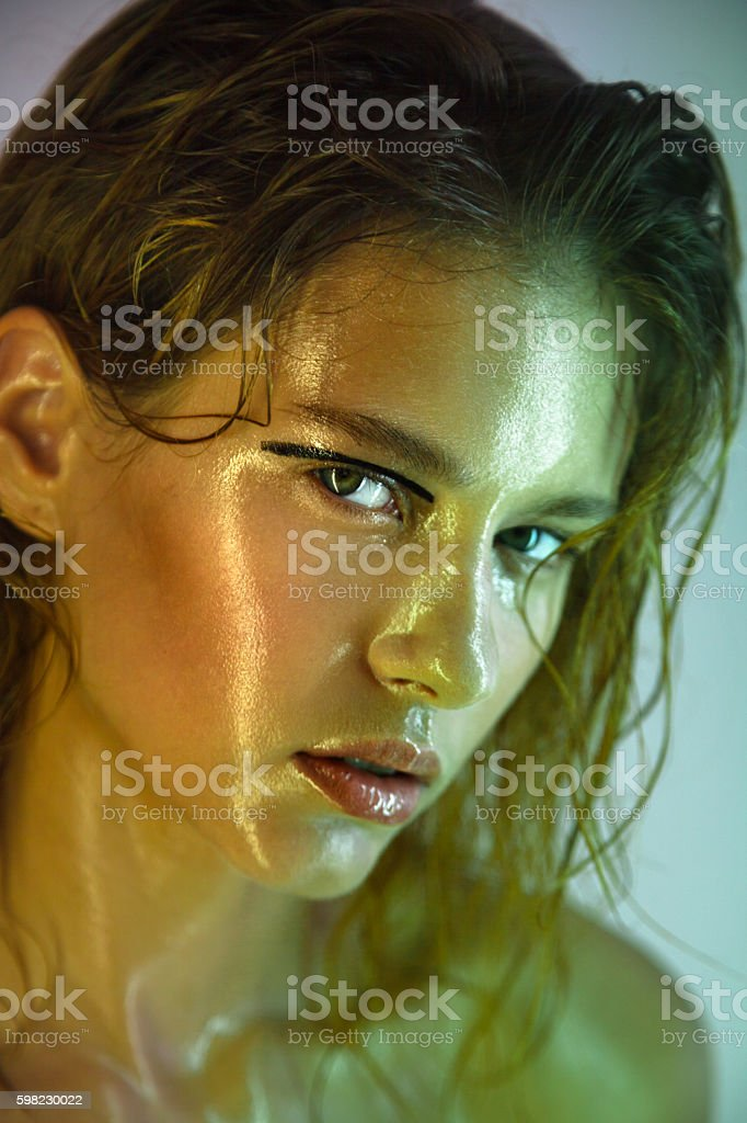 Beautiful young model with fashion wet makeup. foto royalty-free
