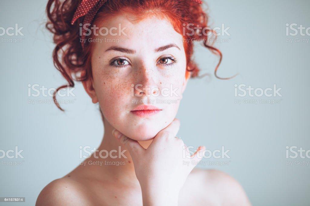 Femme belle jeune rouquine - Photo