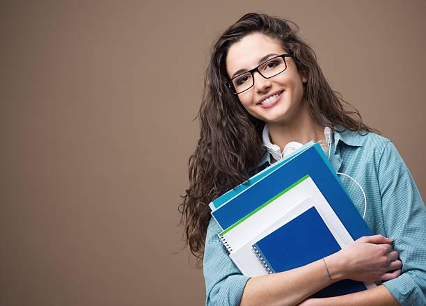 Hermosa joven estudiante posando - foto de stock