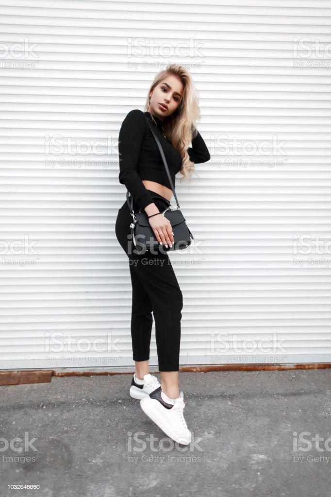 Frau In Mode Stilvolle Junge Schwarze Blonde Schöne Mit Kleider jR5AqL34