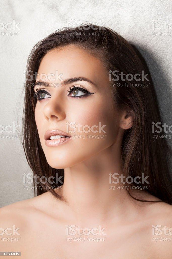 Close-up Portrait schöne junge Frau mit wunderschön eyeliner – Foto