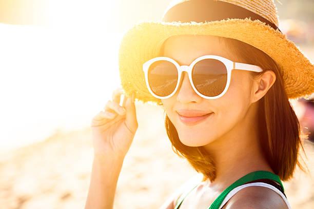 beautiful young woman enjoy summer vacation on the beach - 자외선 차단 뉴스 사진 이미지