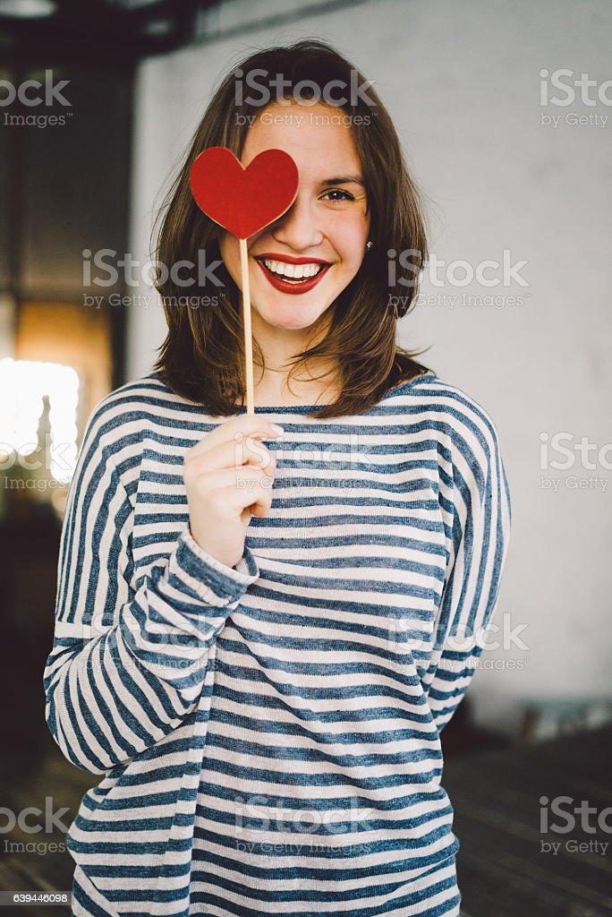 Beautiful young woman holding paper heart Lizenzfreies stock-foto