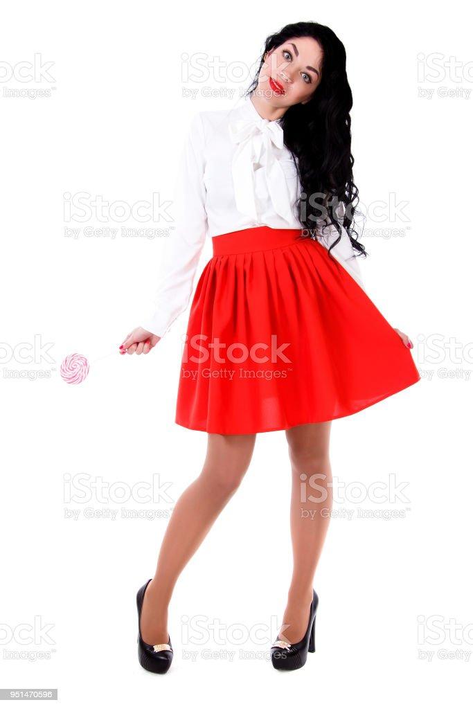 0622bbd69 Hermosa Mujer Joven En Una Blusa Blanca Y Una Falda Roja Foto de ...