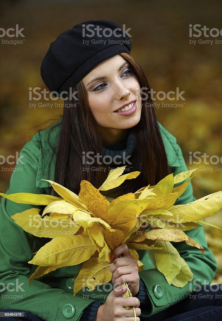 아름다운 젊은 여성 추절 공원. 얕은 DOF. - 로열티 프리 가을 스톡 사진