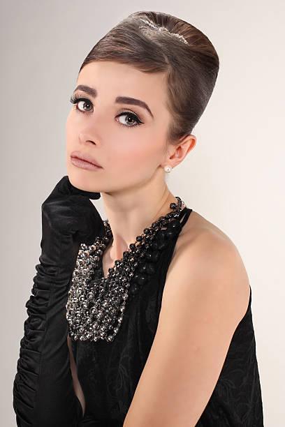 Hermosa joven en estilo retro - foto de stock