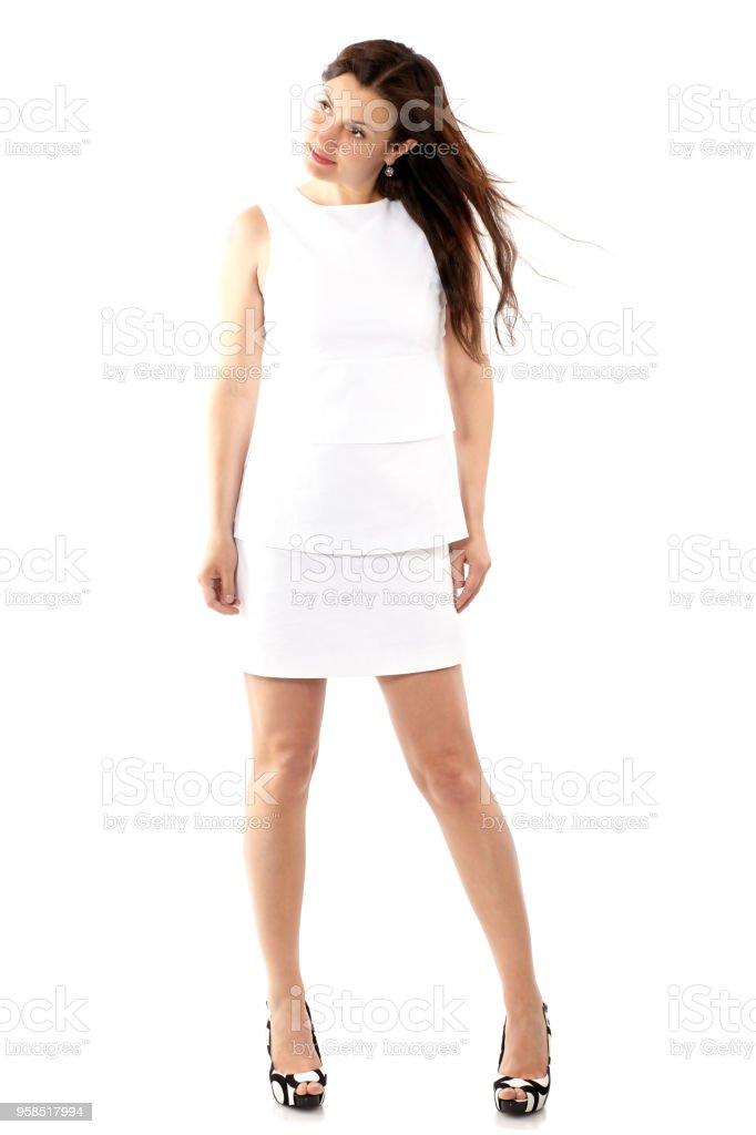 e7d2d8e206 Hermosa mujer joven en vestido blanco aislado en blanco de cuerpo completo  foto de stock libre