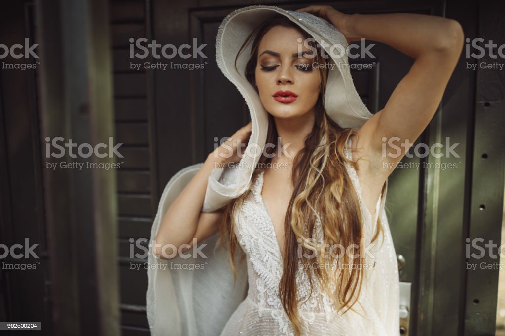 Beautiful young woman on old train - Royalty-free 20-29 Years Stock Photo