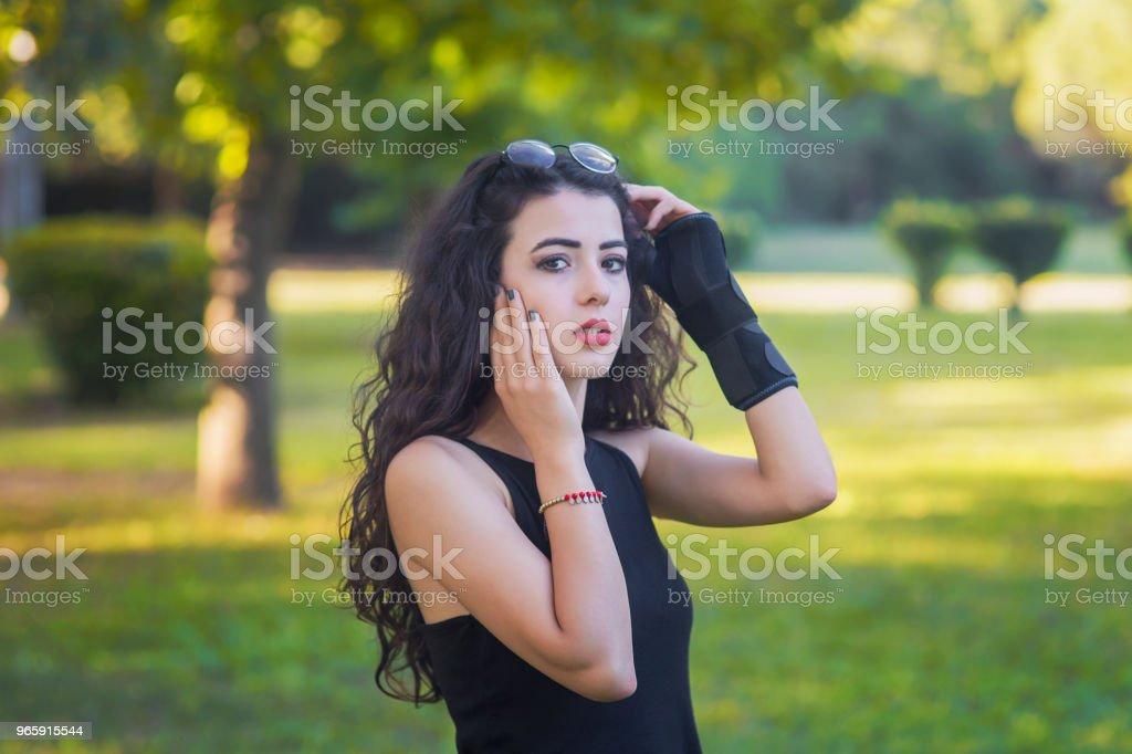 mooie jonge vrouw portret, handen-Verenigd - Royalty-free Afrikaanse etniciteit Stockfoto