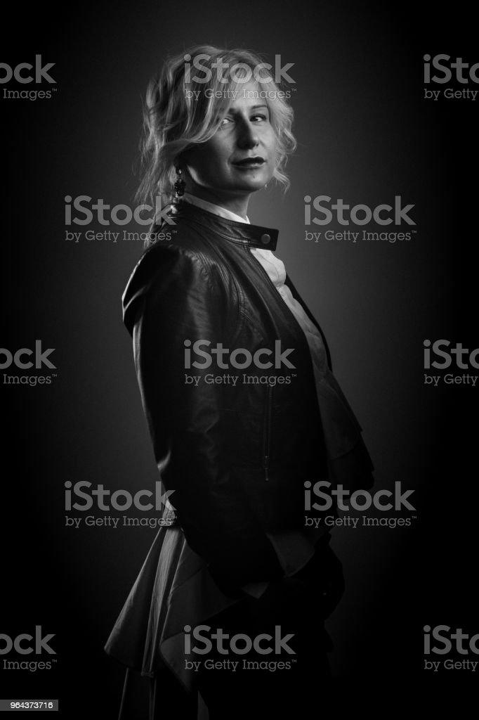 Retrato de mulher jovem e bonita - Foto de stock de 30 Anos royalty-free