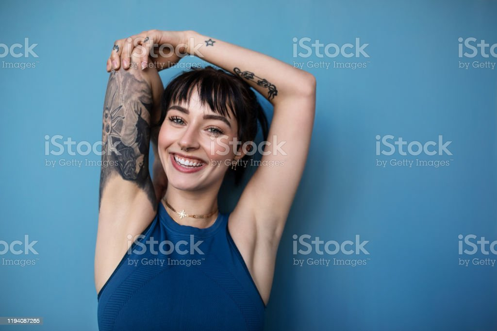 Beautiful young woman posing in sportswear - Royalty-free 20-29 Years Stock Photo