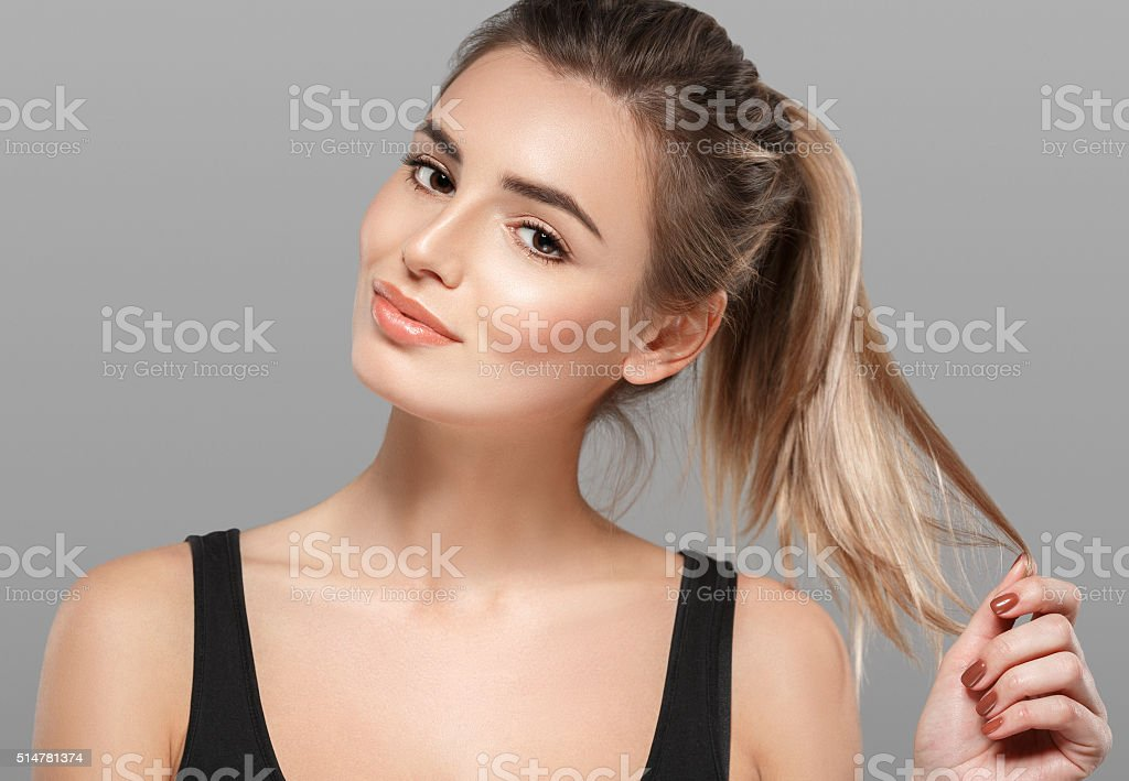 Beautiful Young Woman Smiling Posing On Gray Background -8944