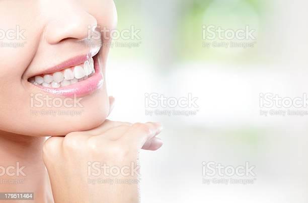 Schöne Junge Frau Zähne Nahaufnahme Stockfoto und mehr Bilder von Erwachsene Person