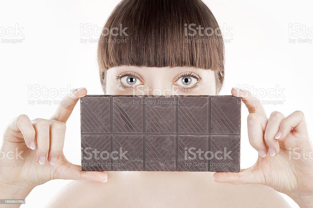 Schöne Junge Frau mit einem großen chocolate bar (Serie) – Foto