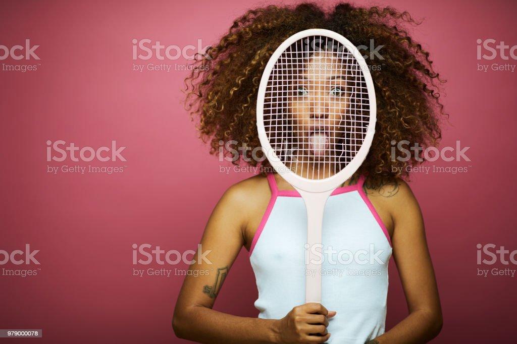 Schöne junge Frau mit Afro, Sommerzeit. – Foto