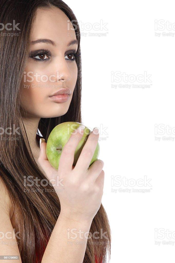 아름다운 젊은 여자의 그린 사과나무 royalty-free 스톡 사진