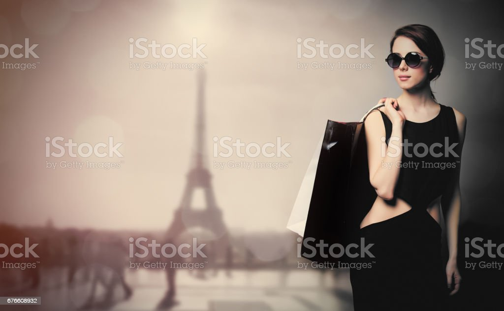 beautiful young woman with shopping bags on the wonderful eiffel tower background - foto de acervo