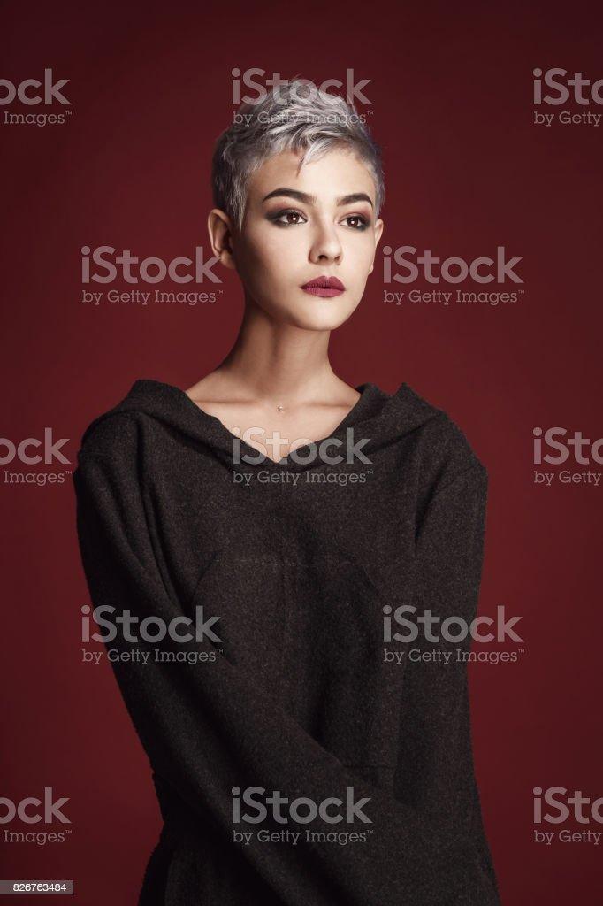 Für graue frauen haare junge 60 wunderschöne