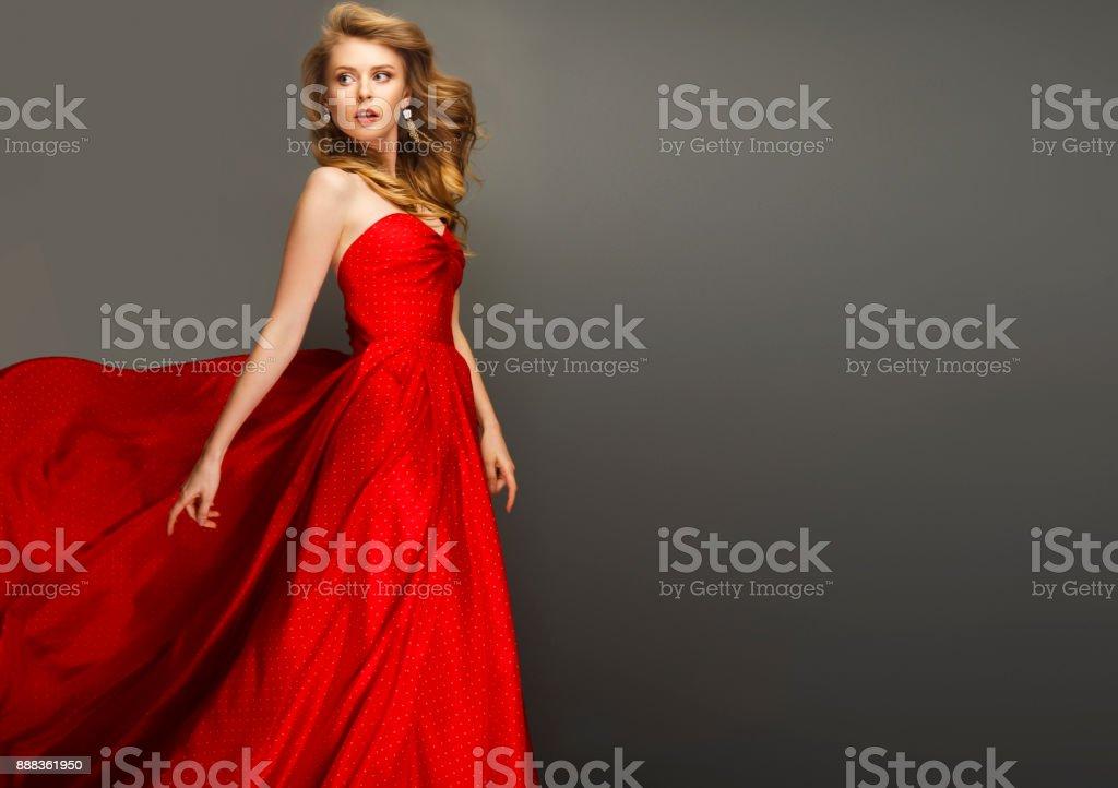 Mujeres vestidas con elegancia