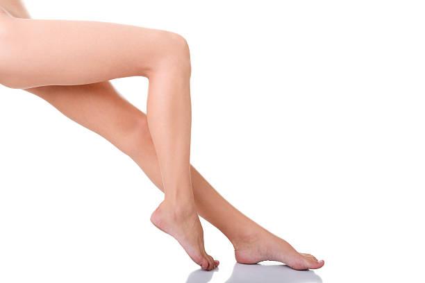 schöne weibliche beine - schlanke waden stock-fotos und bilder