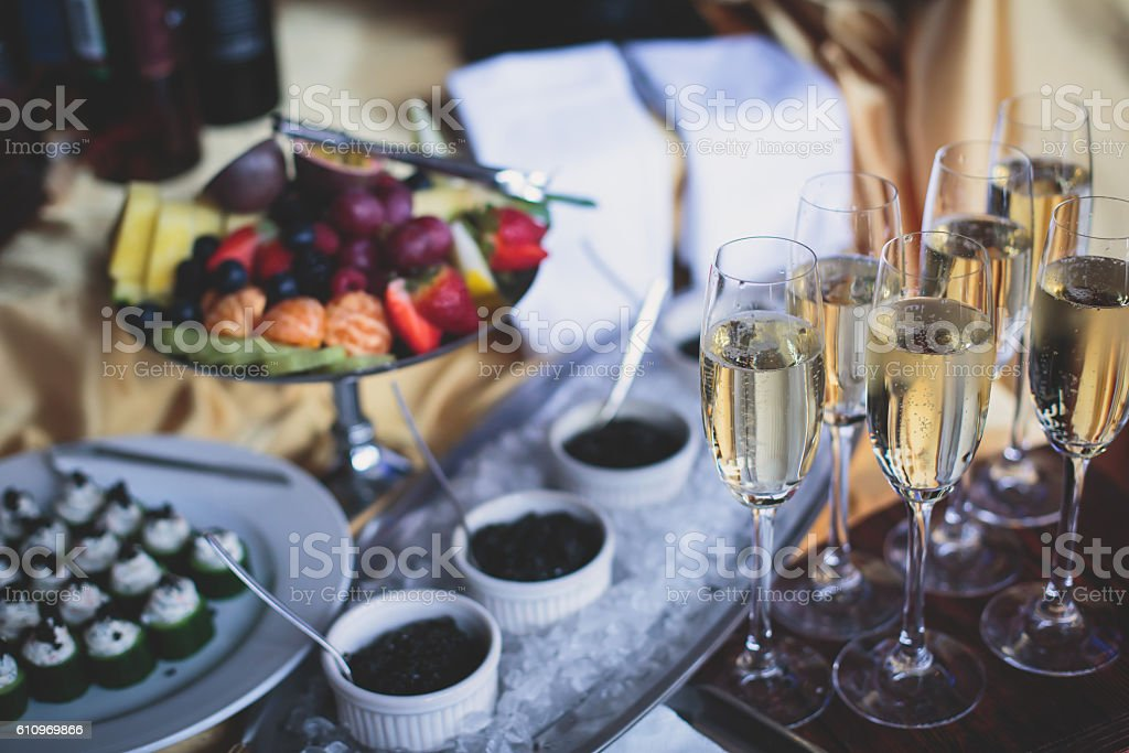 Beautifully luxury decorated catering banquet table with black a – Foto