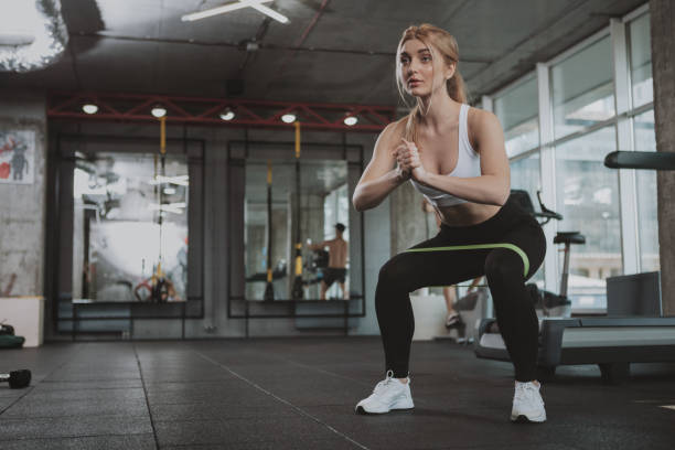 beautifulyoung athletic woman working out at the gym - body parts of sexy girls stock pictures, royalty-free photos & images