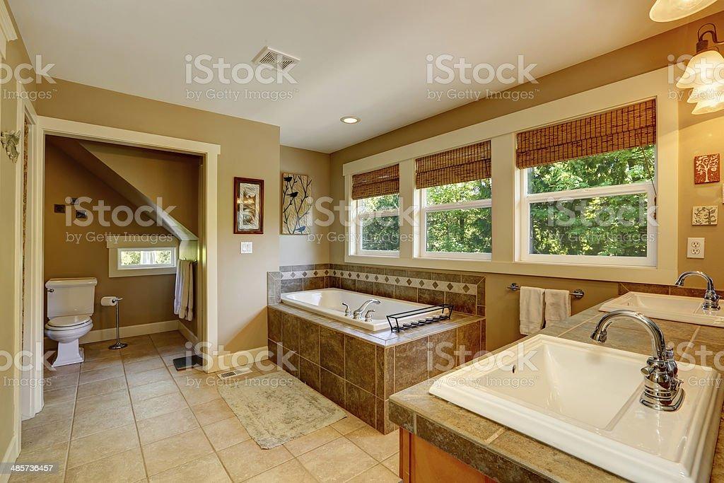 Beautirul Badezimmer Mit Fenster Stockfoto und mehr Bilder ...
