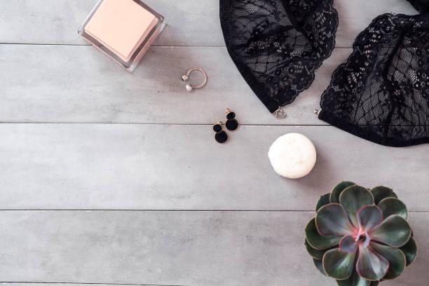 beauty & fashion-blogger-arbeitsplatz flach zu legen - spitzenkekse stock-fotos und bilder