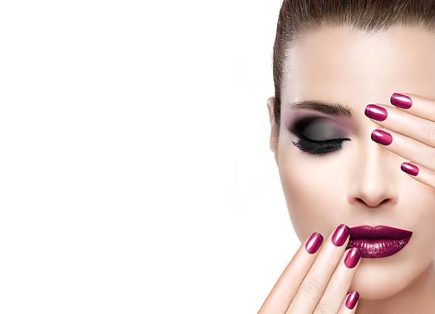 schönheit und make-up-konzept. luxus nägel und make-up - herbst nagellack stock-fotos und bilder